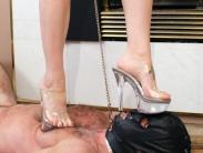 slave-trampling-07