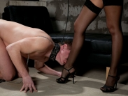 golden-shower-slave-002