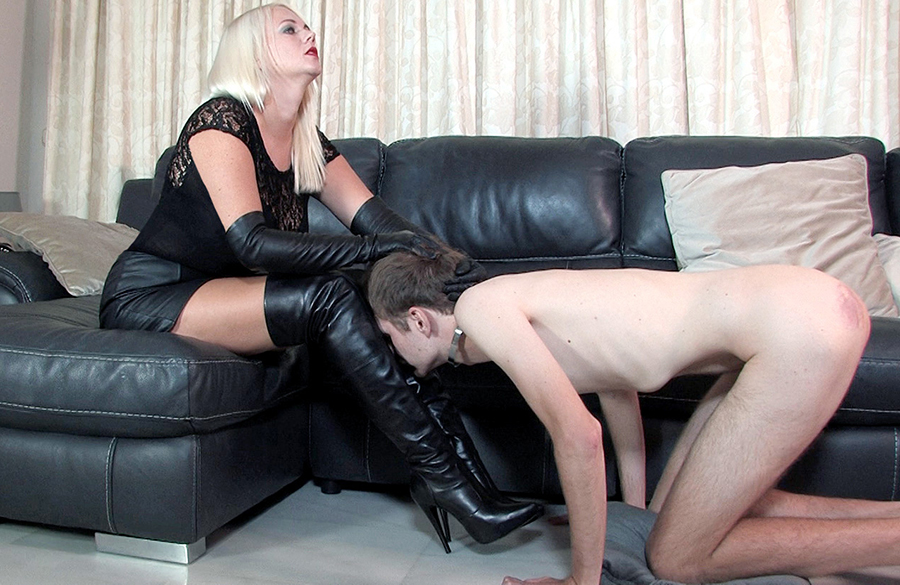 Leather Worship Slave